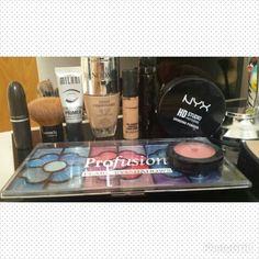 Alguns dos produtos da make de hoje. Testando cores para o carnaval!  Já já mostro como ficou! #blogcharmecharmosa #blogger #blog #summer2014 #summer #verão2014 #verão #summertrends #carnaval #makedecarnaval #maquiagemdecarnaval #make #makeup #makeupideias #maquiagem #colors #cor #makeupworld #beauty #beautytips #beaute #maquiador #makeupartist #brush #makeupbrushes #eumaquio @nyxcg @quemdisseberenice @Zully Watson @M∙A∙C Cosmetics @contem1gm @profusioneyeshadow @Sephora