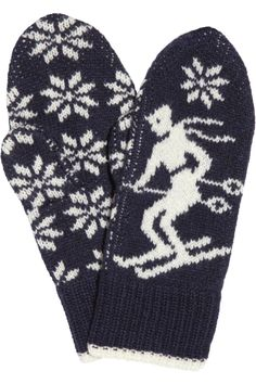 Not so sure about the skier (since I don't ski), but I love the snowflakes! Now to find this pattern...