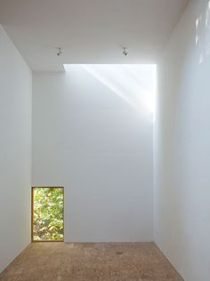 Windows on the floor. I'm actually obsessed with this. [[ T space.(House) Steven Holl. Dutchess County, NY. 2010]]