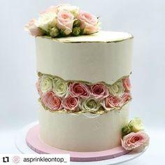Flower fault line cake Buttercream Decorating, Buttercream Cake, Fondant Cakes, One Tier Cake, Mothers Day Desserts, Military Cake, Wedding Cake Cookies, Amazing Wedding Cakes, Dessert Decoration