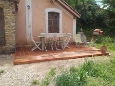 Cr ation d 39 une terrasse en palettes palettes terrasse en - Fabrication avec des palettes ...