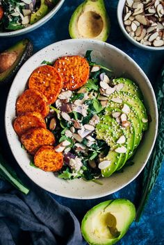 This chipotle sweet potato bowl is the perfect meal for early fall – farmer'… This chipotle sweet potato bowl is the perfect meal for early fall – farmer's market kale and sweet potatoes topped with a smoky tahini peppercorn dressing. Lunch Recipes, Fall Recipes, Whole Food Recipes, Vegetarian Recipes, Healthy Recipes, Vegan Meals, Diet Recipes, Sweet Potato Recipes Healthy, Plats Healthy
