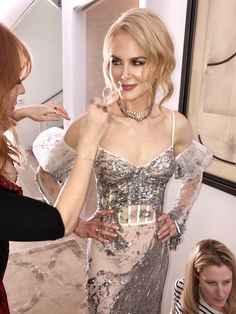 Follow the key steps to recreate the Rock Chick Look created for Nicole Kidman at the Golden Globes.