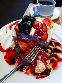 pavlova from extraordinary desserts in san diego