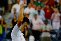 【9月4日 AFP】テニス、全米オープン(The US Open Tennis Championships 2014)は3日、米ニューヨーク(New York)市のUSTA・ビリー・ジーン・キング・ナショナル・テニスセンター(USTA Billie Jean King National Tennis Center)で男子シングルス準々決勝が行われ、大会第10シードの錦織圭(Kei Nishikori)は3-6、7-5、7-6、6-7、6-4で第3シードのスタニスラス・ワウリンカ(Stanislas Wawrinka、スイス)を下し、自身初の準決勝進出を決めた。