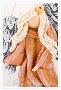 Aniołek z masy solnej w miedzianej sukni :-) aniołek z masy solnej, masa solna, anioł anioły z masy solnej, aniołki z masy solnej, salt dough angels www.starapracownia.blogspot.com www.masa-solna.pl Salt Dough, Angel, Hair Styles, Beauty, Salta, Hair Plait Styles, Hair Looks, Haircut Styles, Hairdos