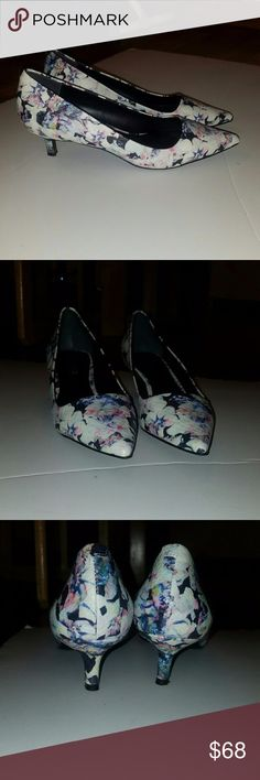 Charles floral pointy kitten heel size 7 a floral kitten heel, by Charles David   size 7 fits a 7.5   worn once for a wedding ceremony  MAKE AN OFFER   I HAVE LOTS OF LISTINGS, WILL BUNDLE! Charles David Shoes Heels