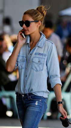 Found: Olivia Palermo& Monogrammed Denim Shirt As the reigning street style queen, Olivia Palermo prevailed once again, ruling the New York City streets in a chambray shirt that she casually half-tucked into a pair of destroyed skinnies. Look Olivia Palermo, Olivia Palermo Lookbook, Denim Outfit, Shirt Outfit, Shirt Skirt, Denim Overalls, Denim Skirt, Denim Jeans, Looks Camisa Jeans
