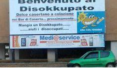 """""""Mangia un Disokkupato … aiuti i disoccupati"""" è lo slogan che si legge per le strade di Caserta in questi giorni."""