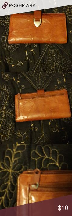 Genuine leather wallet Discoloration on zipper other than that the wallet it's self is in great condition. Bags Wallets