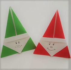 Occorrente per 1 Babbo Natale: 1 foglio di carta quadrato rosso 1 foglio di carta quadrato bianco Esecuzione: Sovrapporre il foglio di carta rosso al fogli odi carta bianco in modo da far combaciar…