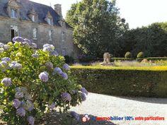 Plus de 7 ha de parc. Coup de coeur. Superbe château des 13, 15, 17èmes siècles. 35 pièces. 4 salons, 2 salles à manger, bureau, nombreuses chambres (dont 14 parfaitement restaurées). Ravissante chapelle, parc très agréable, piscine 20x10. http://www.partenaire-europeen.fr/Annonces-Immobilieres/France/Bretagne/Cotes-d-Armor/Vente-Chateau-F35-SAINT-BRIEUC-818718 #jardin