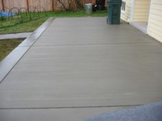 Pictures and Examples of Broom Finish Concrete Jobs Poured Concrete Patio, Stamped Concrete Driveway, Concrete Backyard, Concrete Patio Designs, Cement Patio, Concrete Driveways, Backyard Patio Designs, Cement Driveway, Patio Ideas