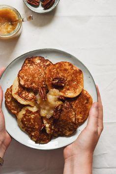 Klatkager lavet med havregrød - sunde og lækre - Grødgrisen .dk Food Crush, Diabetic Desserts, Cooking Recipes, Healthy Recipes, Pancakes And Waffles, Food Crafts, Nutritious Meals, Food Porn, Dessert Recipes
