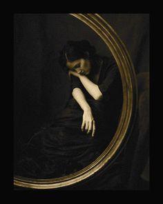 Gilded Circle (2005) Josephine Sacabo