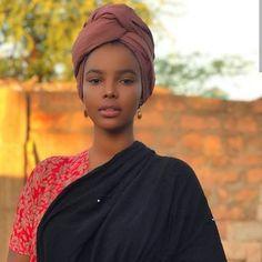 Pretty People, Beautiful People, Hair Wrap Scarf, Head Scarf Styles, Turban Style, Somali, Beautiful Hijab, Belleza Natural, Scarf Hairstyles
