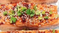 """Riikan perheen lempiruokia on uunilohi, jonka ohje kannattaa ottaa talteen: """"Ihan hävyttömän hyvää"""" - Ajankohtaista - Ilta-Sanomat My Favorite Food, Favorite Recipes, New Recipes, Cooking Recipes, Good Food, Yummy Food, Fish Dishes, Salmon Recipes, Vegetable Pizza"""