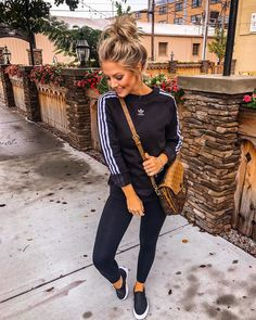 Best Picture For adidas outfit purple For Your Taste You are lookin Casual Fall Outfits, Spring Outfits, Cute Outfits, Sporty Chic Outfits, Modern Outfits, Casual Athletic Outfits, Casual Sunday Outfit, Casual Jeans Outfit Summer, Cute Lounge Outfits
