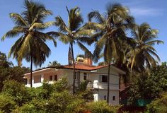 15 Best Hostels, Guesthouses and Cheap Hotels in Goa Cheap Places To Travel, Places To Visit, Dormitory Room, Goa Travel, Cheap Holiday, Double Room, Ways To Relax, Cheap Hotels, Urban Sketching