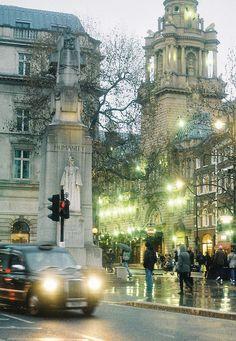 London in rain | Trafalgar Square, London