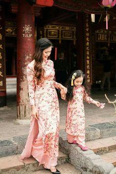 New Dress Prom Nigth Hijab Ideas Mothers Day Dresses, Mother Daughter Dresses Matching, Mother Daughter Fashion, Dresses Kids Girl, Vietnamese Wedding Dress, Vietnamese Dress, Girls White Dress, White Flower Girl Dresses, Designer Anarkali Dresses
