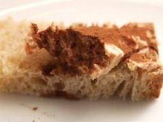 Une bonne tartine de pain/du beurre/et du chocolat en poudre Mmmm! Un vrai régal