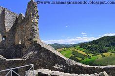 Poco rimane del sorprendente castello di un tempo. Reggio Emilia, Toscana, Matilda, Building, Travel, Abandoned Homes, Ruins, Castles, Viajes