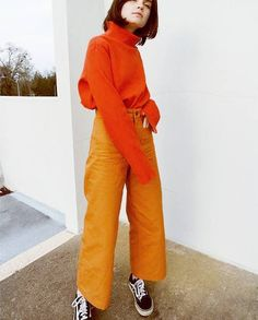 "Are you never really sure how to wear culottes (""split skirts"")? After doing some research and outfit sourcing, we found the looks you need to copy. Mode Outfits, Chic Outfits, Fall Outfits, Fashion Outfits, Mens Fashion, How To Wear Culottes, Culottes Outfit, Colorful Outfits, Orange Outfits"