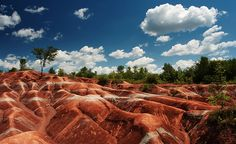 14 Surreal Places in Ontario. I hope we can see a few of these while we are there in July! 14 Surreal Places in Ontario. I hope we can see a few of these . Oh The Places You'll Go, Places To Travel, Places To Visit, Cheltenham Badlands, Toronto, Voyage Canada, Ontario Travel, Ontario Camping, Canadian Travel