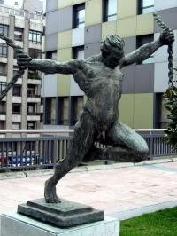 Escultura La Libertad Avda fundación Principe Felipe. Oviedo Asturias