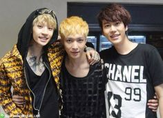 Henry & Kyuhyun W/ Exo-M - Lay