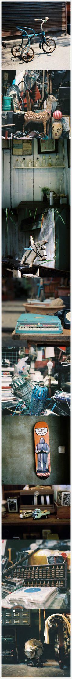 [旧物新颜]那些小时候视如珍宝的小三轮。小男孩比赛玩的玩具车。校门口小卖部老板的算盘。还有姥姥常领着的热水壶。这些旧物在erika的复古禄莱胶片作品中。呈现了全新的容颜。