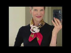 MaiTai's Picture Book: Camélia knot tutorial Ways To Tie Scarves, Short Scarves, Ways To Wear A Scarf, How To Wear Scarves, Neck Scarves, Scarf Wearing Styles, Head Scarf Styles, Scarf Knots, Diy Scarf