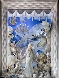 Carnevale a Natale: le vetrine di Bergdorf Goodman -  Anche quest'anno come consuetudine le vetrine del celebre negozio Bergdorf Goodman sulla Fifth Avenue di New York sono addobbate per Natale.  Per i...