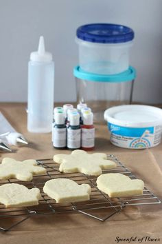 How to Decorate Cookies with Royal Icing - tips and techniques to create beautiful cookies!