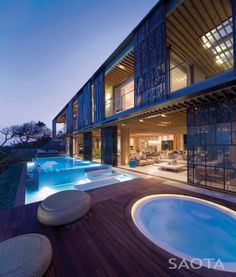 La Lucia is African modern villa designed by famous SAOTA in Durban. Gorgeous interiors with even better exteriors is something worth seeing. Infinity Pools, Villa Luxury, Bali Resort, Dream Mansion, Design Exterior, Pool Designs, My Dream Home, Dream Homes, Future House