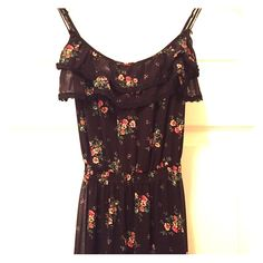 Guess floral print maxi dress Guess floral print maxi dress with adjustable crisscross back straps. Guess Dresses Maxi