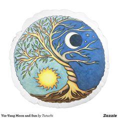 Yin-Yang Moon and Sun Cojín Redondo
