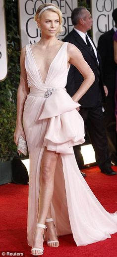 Sale Easy Sexy Dresses Charlize Theron Sexy Discount Evening Dress At 2012 Golden Globe Awards Red Carpet Charlize Theron, Vestidos Color Rosa, Vestidos Sexy, Sexy Dresses, Nice Dresses, Celebrity Gowns, Celebrity Style, Red Carpet Gowns, Event Dresses