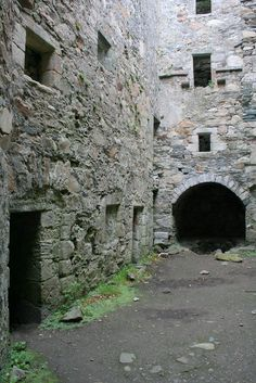 inside old castle bedrooms in scotland Castle Bedroom, Scotland Castles, Old Stone, Medieval Castle, Interesting History, Time Travel, Interior And Exterior, Mists, Around The Worlds