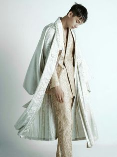 두루마기 Korean Men's Hanbok fashion Korean Traditional Dress, Traditional Fashion, Traditional Dresses, Korean Dress, Korean Outfits, China Mode, Mode Kimono, Modern Hanbok, Korean Fashion Trends