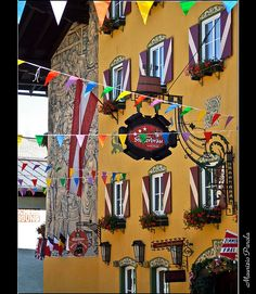Verborgene Schätze der historischen Stadt. #radstadt #stadtmarketing #stegerbräu #radstadtverzaubert #historisch #blickfang Architecture Details, Austria, Switzerland, Camping, Painting, Travel, Beautiful, City, Campsite