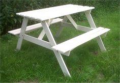 Farnham Castle Surrey- Vintage-style picnic bench by www.stressfreehire.com #venuetransformers
