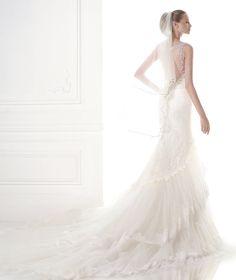 Espetacular Vestido de noiva corte sereia Pronovias 2015