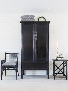 Black Chinese cupboard
