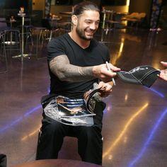 Roman Reigns Smile, Wwe Roman Reigns, Roman Empire Wwe, Roman Reigns Wwe Champion, Roman Regins, Survivor Series, Wwe Champions, Royal Rumble, Total Divas