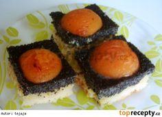 Makový koláč s marhulkami