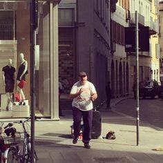 Wer kann,der kann ️  #bendj #crazy #dancedancedance #dancing #instadaily #instagood #italy #mailand #milan #rainfall #streetart #streetdance