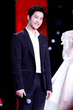 Yang Yang, Korean Star, Beautiful People, Eye Candy, Actors, Concert, Couples, Events, Drama