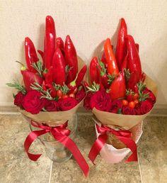 Chilly and flower bouquet Edible Bouquets, Floral Bouquets, Deco Floral, Arte Floral, Flower Centerpieces, Flower Decorations, Fruit Presentation, Vegetable Bouquet, Cabbage Flowers